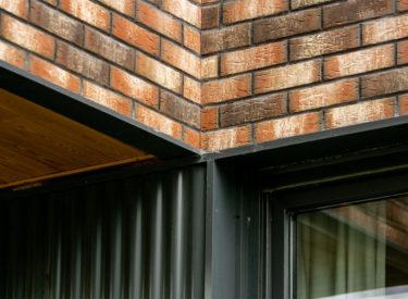 Fasadne-cigle-Beograd-Vozdovac-Varvarinska-ulica-stambena-zgrada-feldhaus-klinker-brick-house-00001
