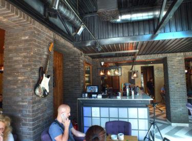 enterijer-restoran-cross-vracar-dekorativne-listele