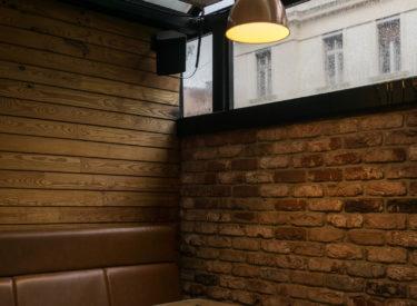 enterijer-restoran-pardon-sto-dekorativne-listele