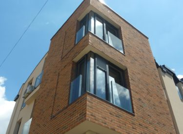 Stambeno-poslovna-zgrada-fasadne-cigle-feldhaus-klinker-00016